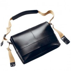Barbican Medium Leather Black