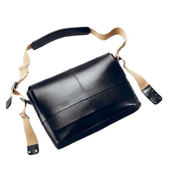 Barbican Medium Leather Black